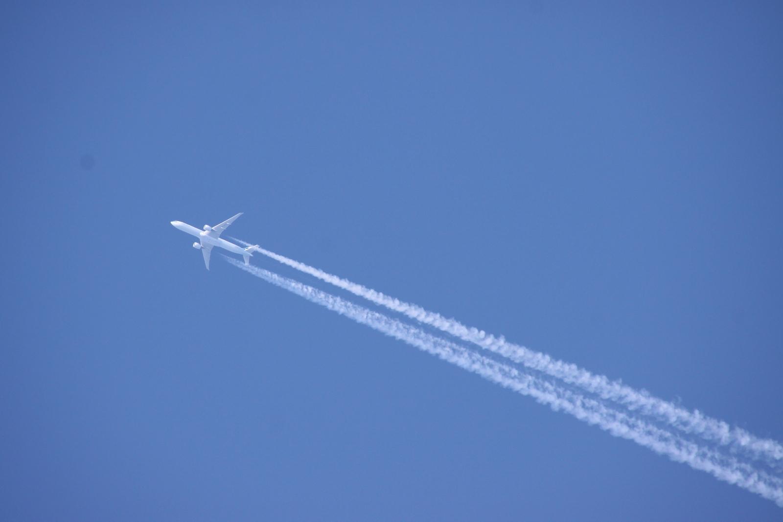 1歳の子連れでハワイまでの飛行機!耳抜き方法や最低限必要な持ち物をチェック!