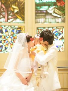 子連れ結婚式での演出のファミリーキス