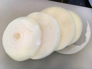 バーベキュー野菜玉ねぎの下準備