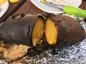 バーベキューで焼き芋