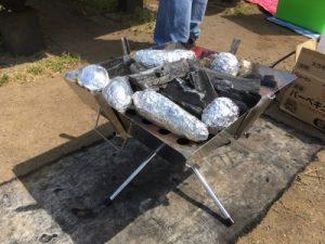 バーベキューで焼き芋の作り方
